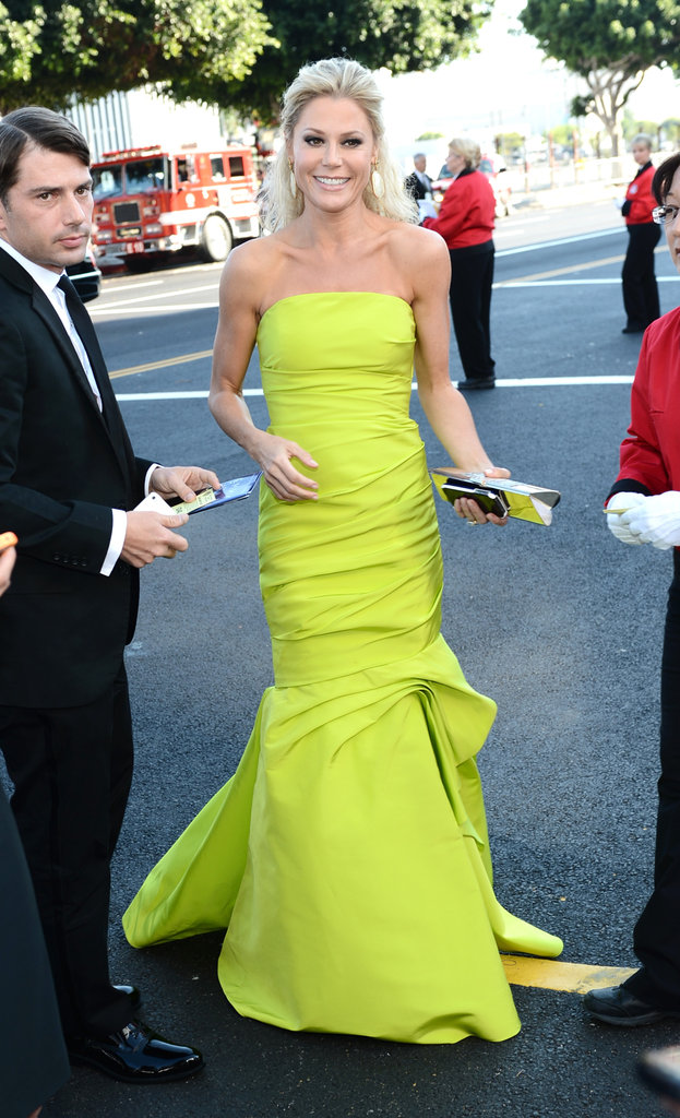 Julie Bowen — mom to three sons,Oliver, 5, and twins John and Gustav, 3 —stood out from the crowd in a neon green Monique Lhuillier gown.