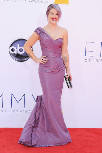 Kelly Osbourne gave a great big smile on the red carpet at the Emmys.