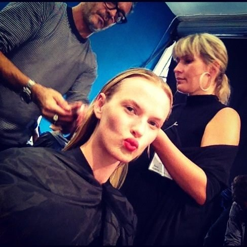Anne V. puckered up while getting her hair and makeup done. Source: Twitter user AnneV