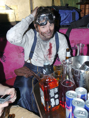Josh Hartnett got dirty for his 2005 Halloween festivities.