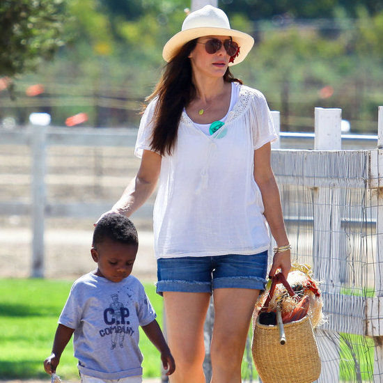 Sandra Bullock Having a Picnic With Louis | Pictures