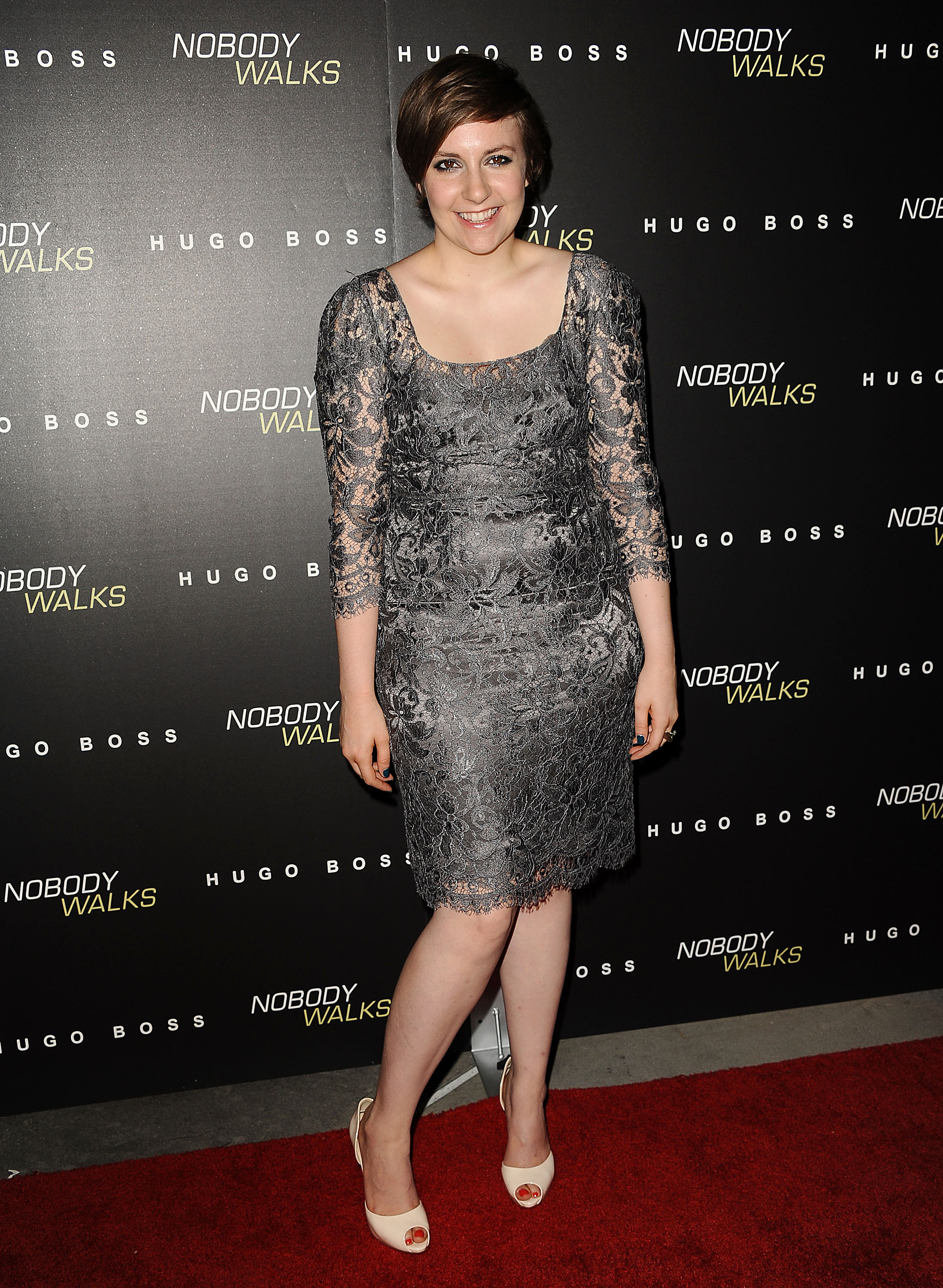 Lena Dunham snapped photos prior to the screening.