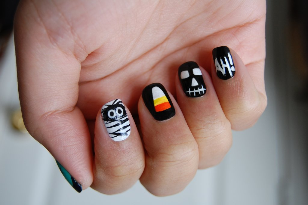 How cute is this boo-tifully designed manicure? Source: Flickr user femme run