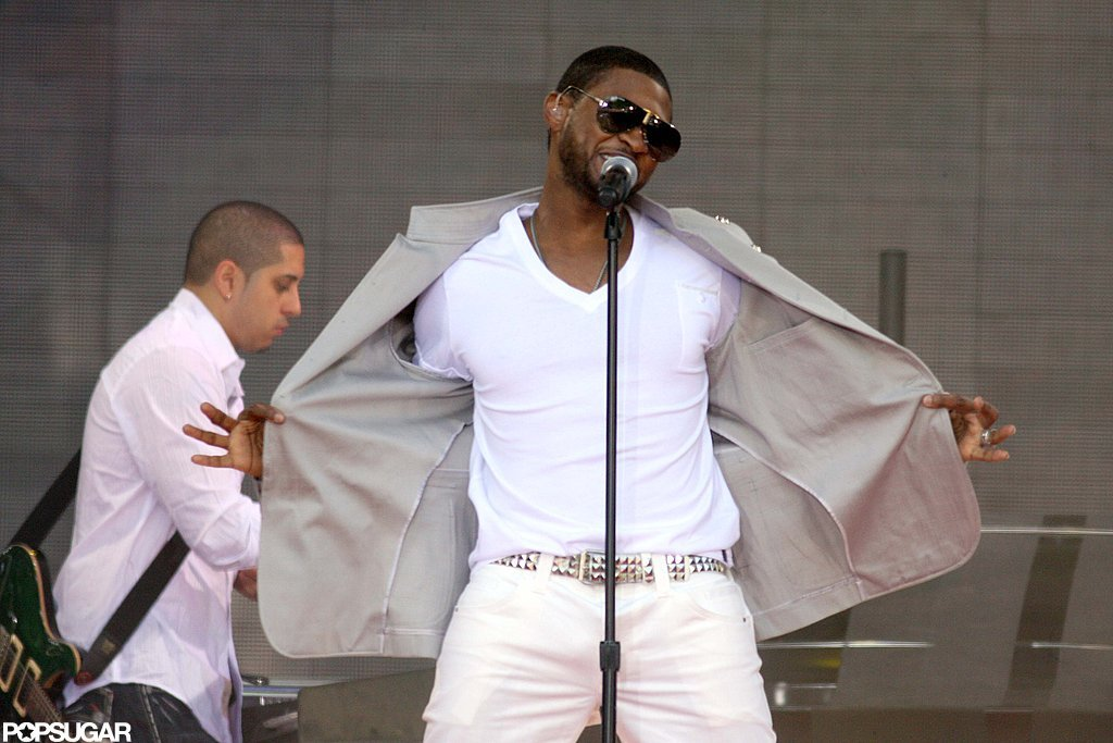He looked chic while performing on Good Morning America in May 2008.