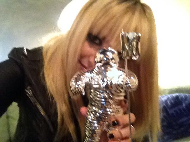 Demi Lovato debuted her MTV VMA Moonman after receiving it in the mail. Source: Twitter user ddlovato
