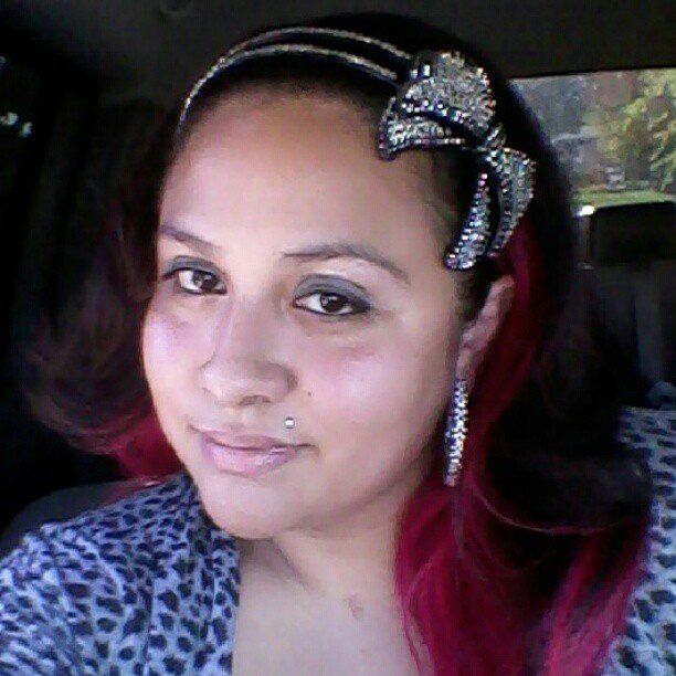 Hairstylistmini showed off a sequined headband.