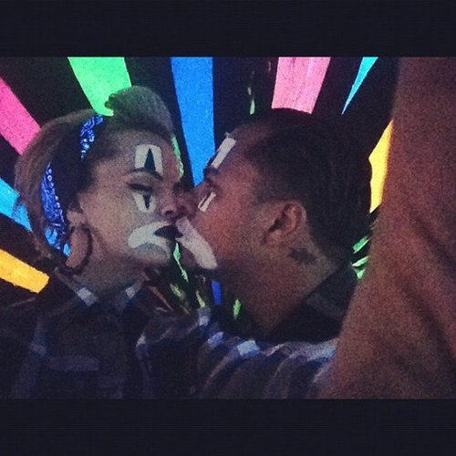 Mena Suvari and her man kissed as clowns.  Source: Instagram user mena13suvari