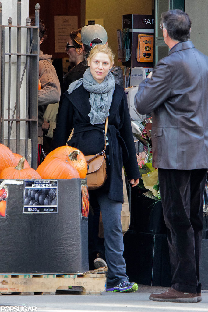 Pregnant Claire Danes picked out pumpkins in Toronto.