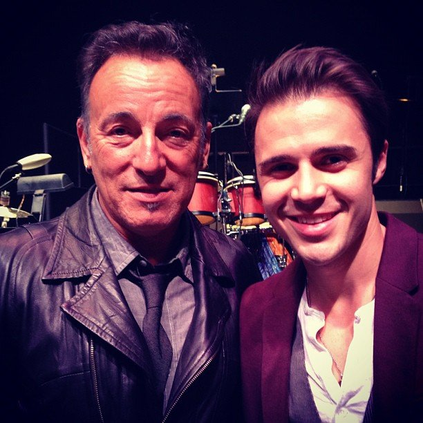 American Idol winner Kris Allen met his idol, Bruce Springsteen. Source: Twitter user KrisAllen