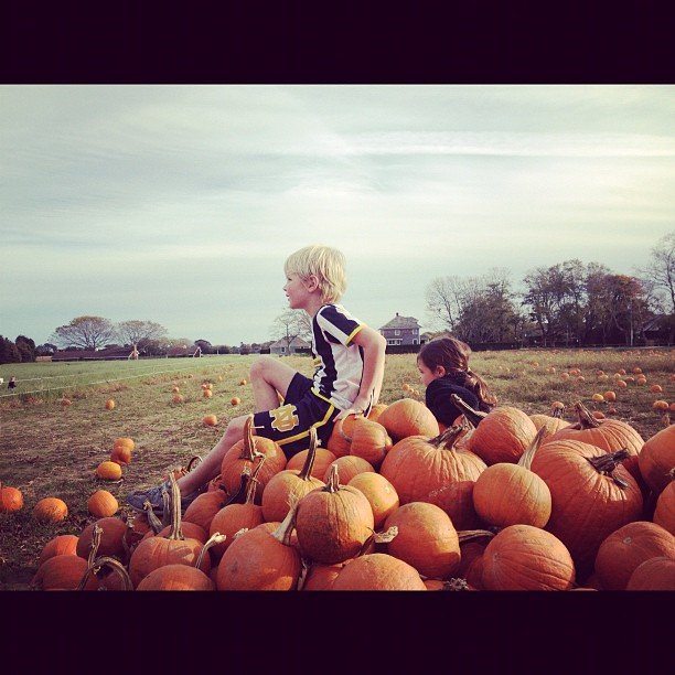 Christy Turlington and her kids headed to a pumpkin patch.  Source: Instagram user cturlington