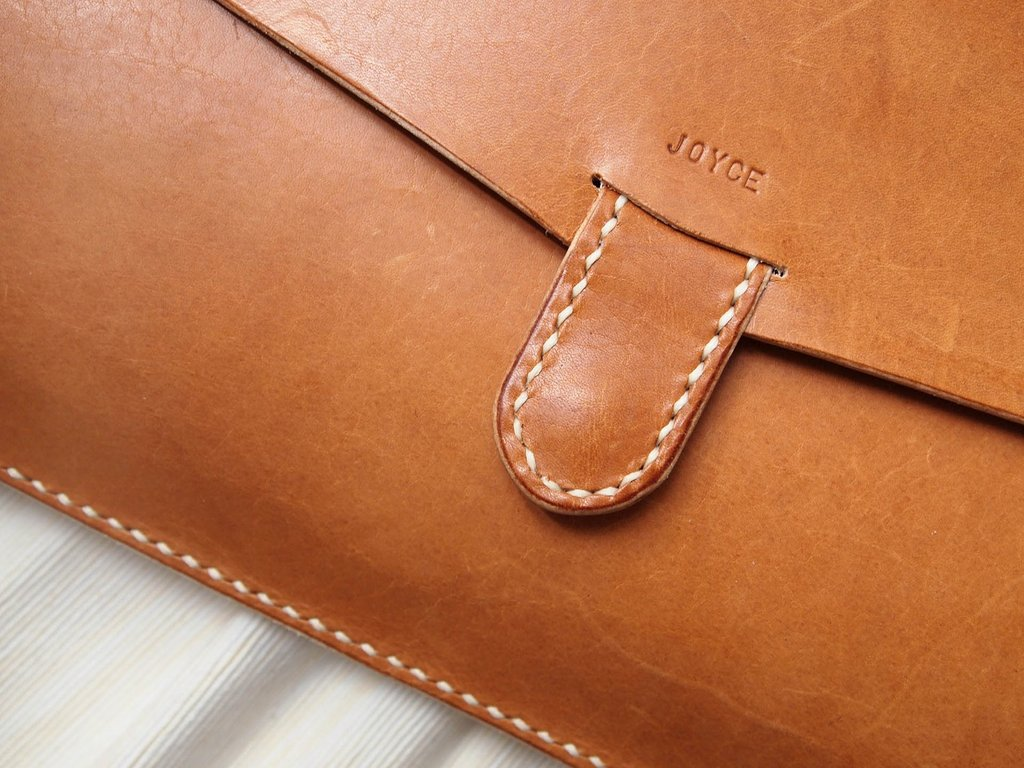 Macbook Pro/Macbook Air Leather Case