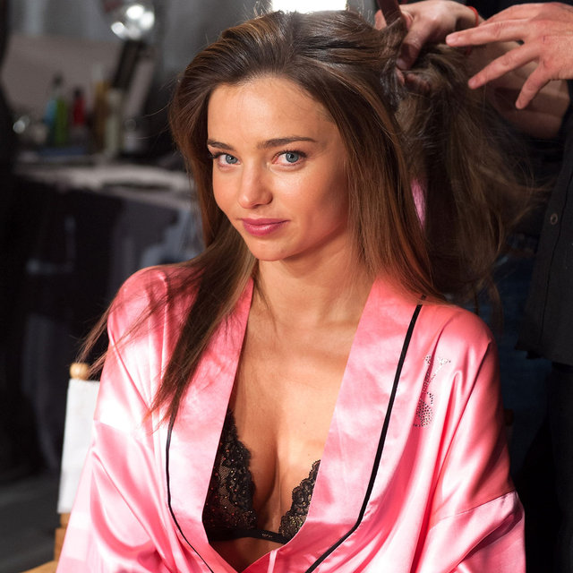 Victoria's Secret Fashion Show 2012 Backstage Model Pictures