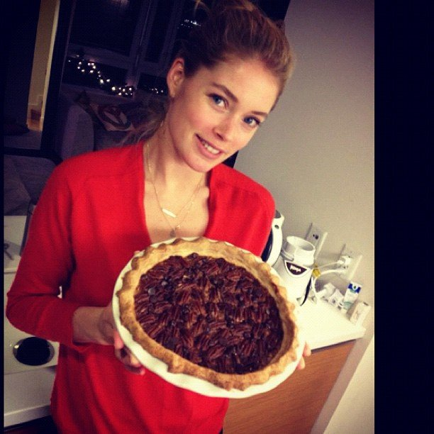 Victoria's Secret Angle Doutzen Kroes is more than a pretty face. Look at the pecan pie she whipped up for Thanksgiving! Source: Instagram user doutzenkroes1