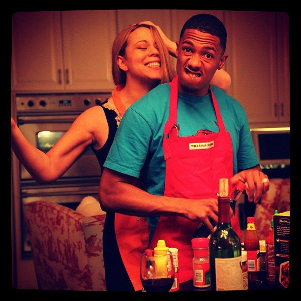 Mariah Carey and Nick Cannon got silly together in the kitchen. Source: Twitter user MariahCarey