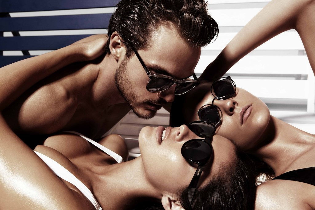 It's Getting Hot In Here: Le Specs Gets Steamy for Summer