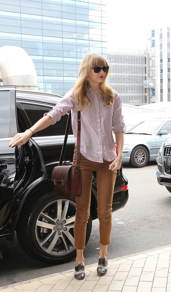 Taylor Swift went the no-fuss route in cropped trousers and a shirt when departing Sydney airport.
