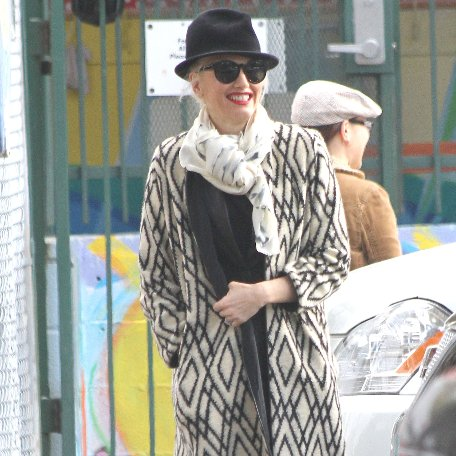 Gwen Stefani Going to Starbucks in LA | Pictures