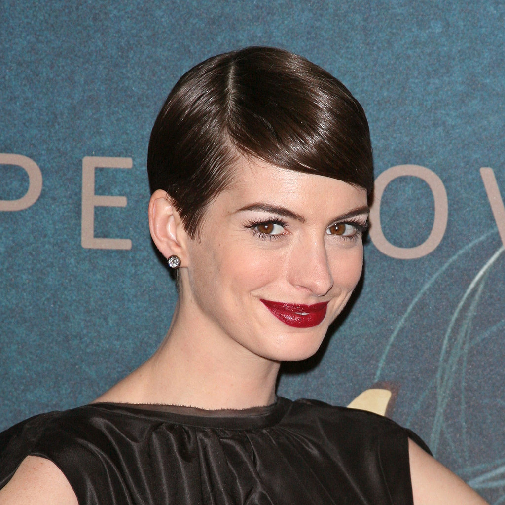 Anne Hathaway Eye Color: Anne Hathaway's Red Lipstick
