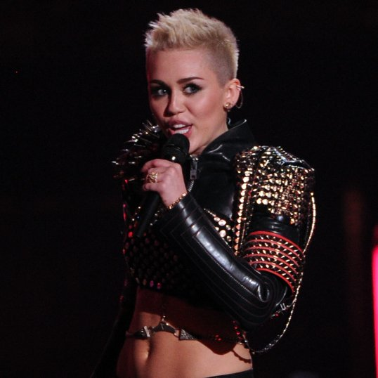 Miley Cyrus at VH1 Divas   Pictures