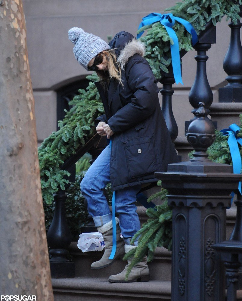 Sarah Jessica Parker put up her holiday decorations all by herself.