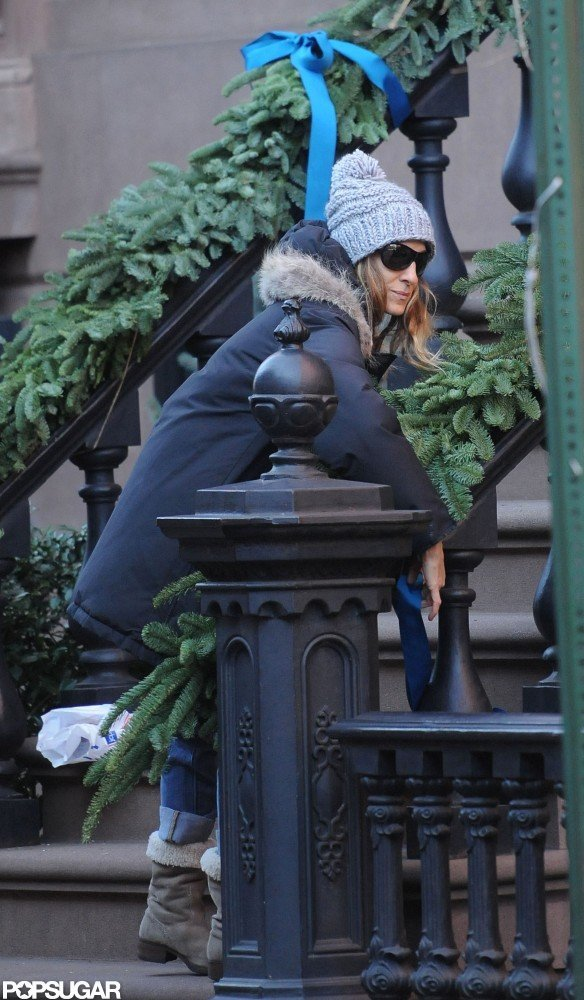 Sarah Jessica Parker did some holiday decorating just before Christmas.