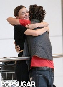 Orlando-Bloom-hugged-Miranda-Kerr-upon-arriving-London-Heathrow