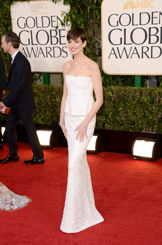 Anne Hathaway looked amazing in white at the Golden Globes.