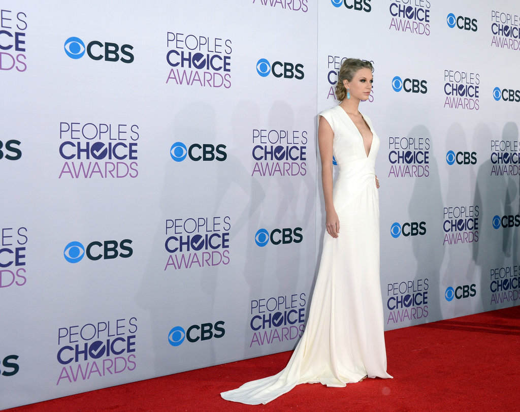 Taylor Swift Makes a Sexy Post-Split Appearance at People's Choice Awards
