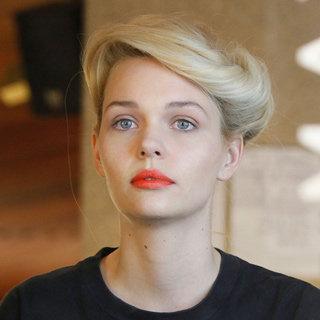 Beauty: Flattering Lipstick, Eyeshadow & Blush Makeup Colour