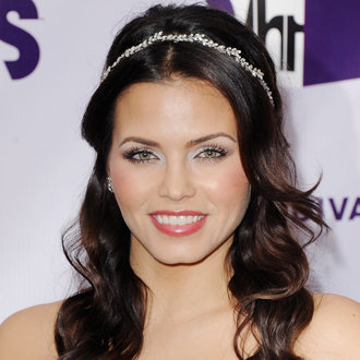 Jenna Dewan Stays Fit With Yoga