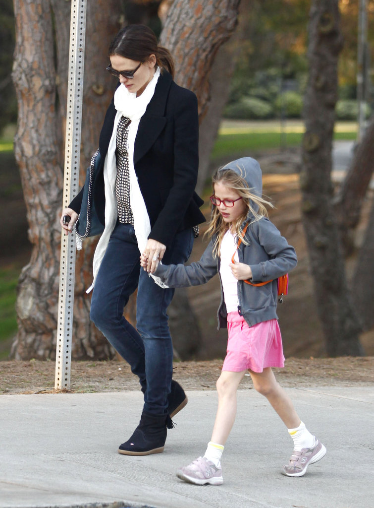 Jennifer Garner wore a white scarf and a blazer while Violet Affleck donned a pink skirt for a park playdate.