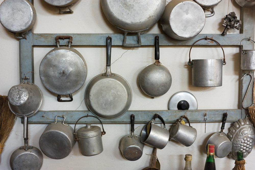 Hook pots and pans on the wall 9 ingenious space saving for Kitchen s hooks for pots and pans
