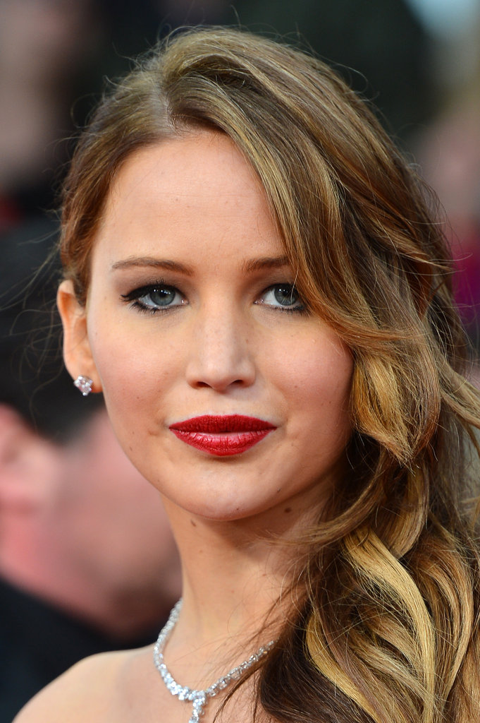Jennifer Lawrence wore a red lip for the SAGs.