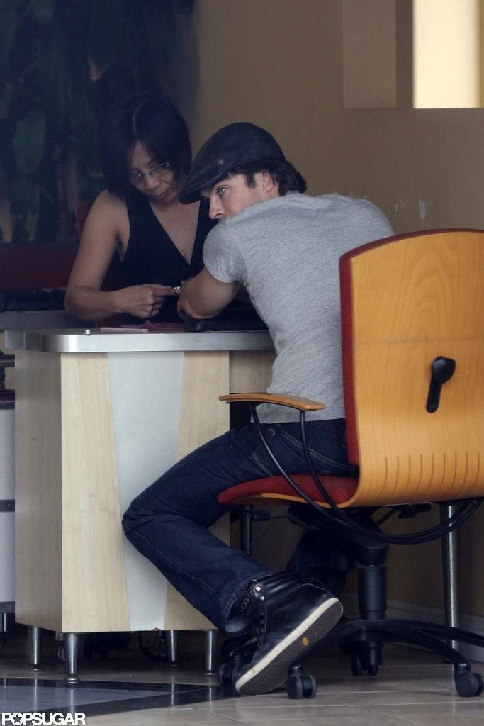 Ian Somerhalder wore a newsboy hat and a gray t-shirt.