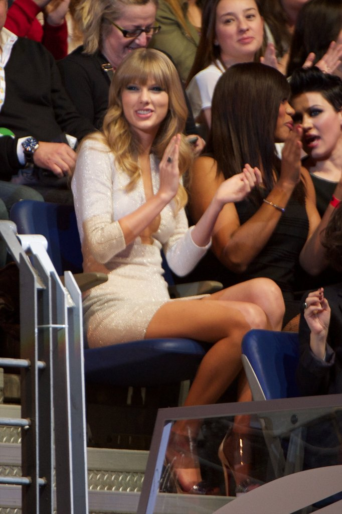 Taylor Swift was spotted clapping in the audience during the 40 Principales Awards.