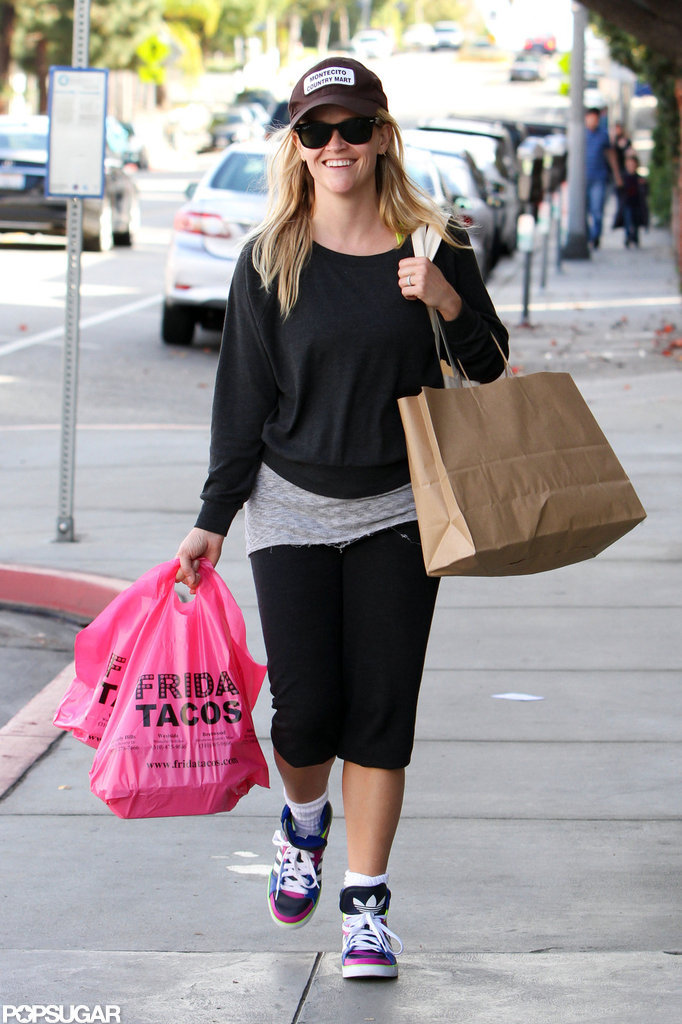 Reese Witherspoon headed back to her car after picking up a meal.
