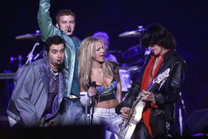 Britney-Spears-rocked-out-Aerosmith-N-Sync-2001