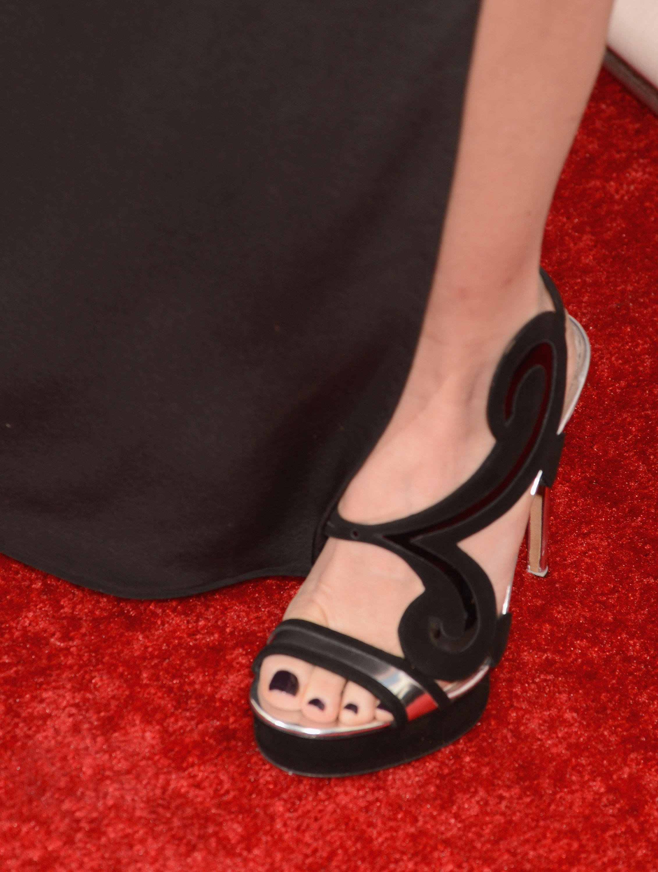 A close-up of Naomi's fancy sandals at the 2013 Critics' Choice Awards.