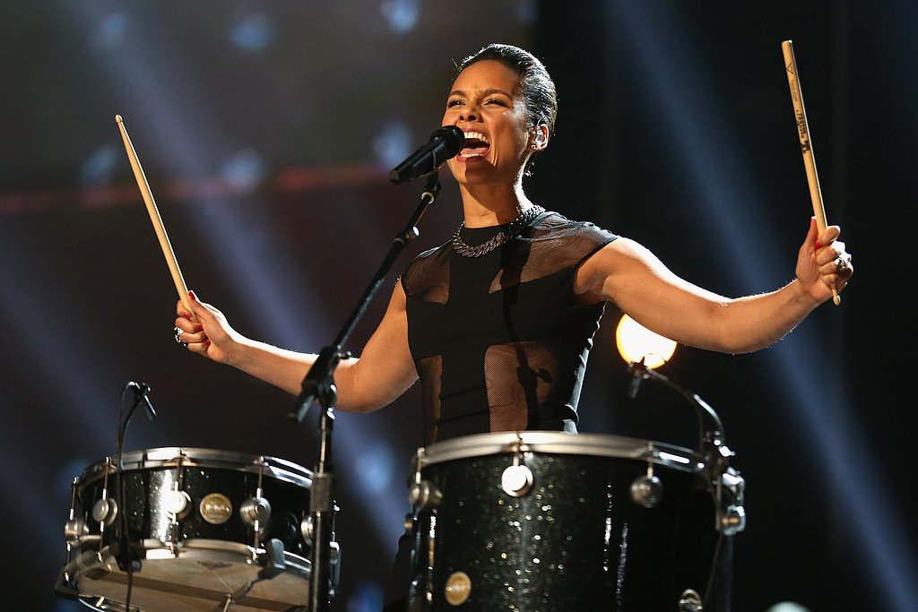 "Alicia Keys played the drums during her ""Girl on Fire"" performance with Maroon 5."
