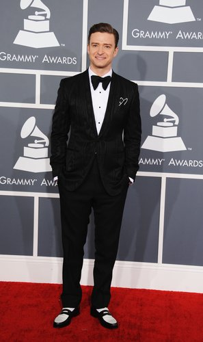Justin Timberlake looked dapper in a tuxedo for the 2013 Grammy Awards on Sunday night.