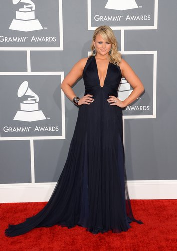 Miranda Lambert arrived at the 2013 Grammy Awards in a low-cut navy gown.