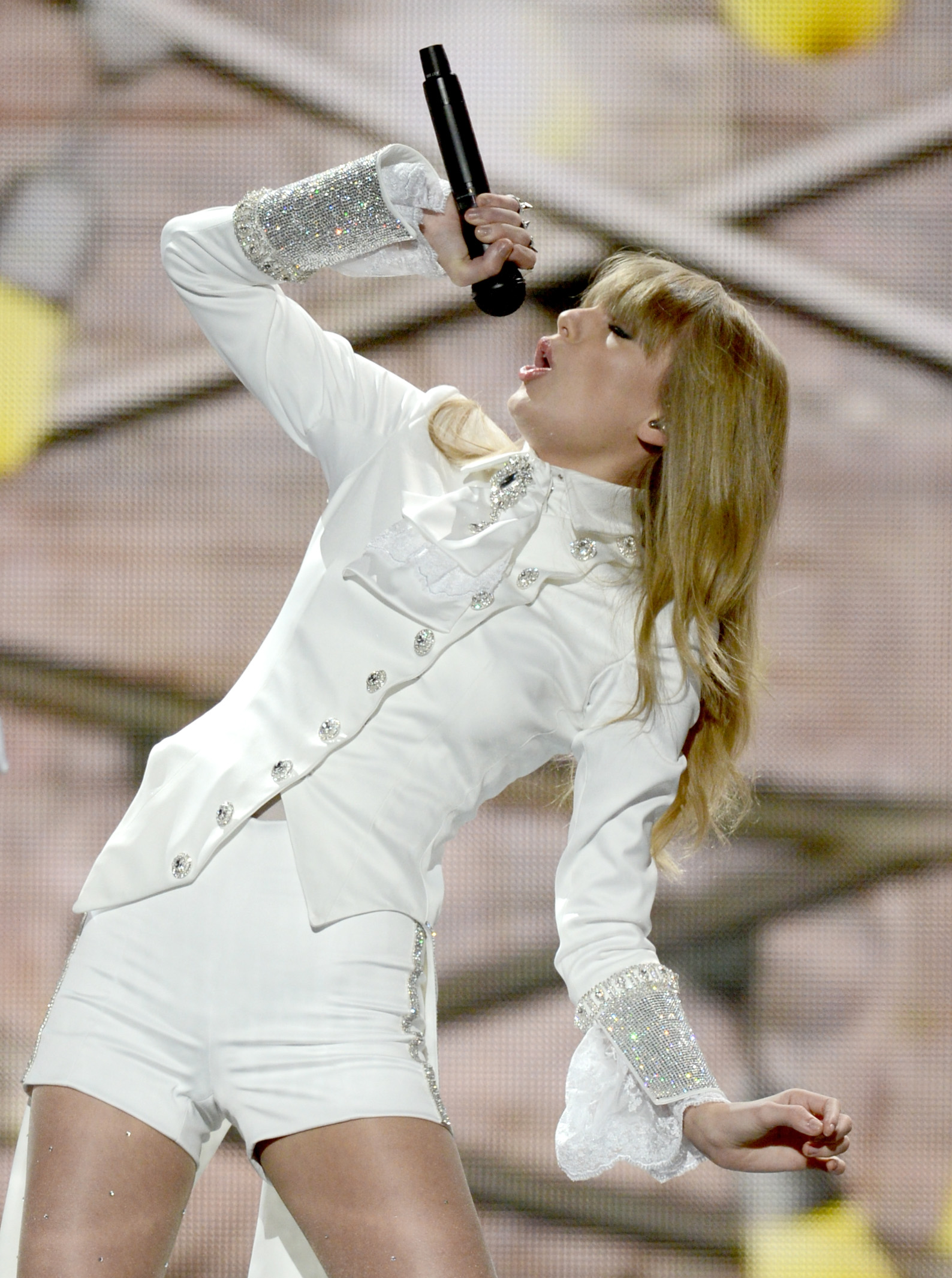 Taylor Swift opened the 2013 Grammys and belted it out on stage.