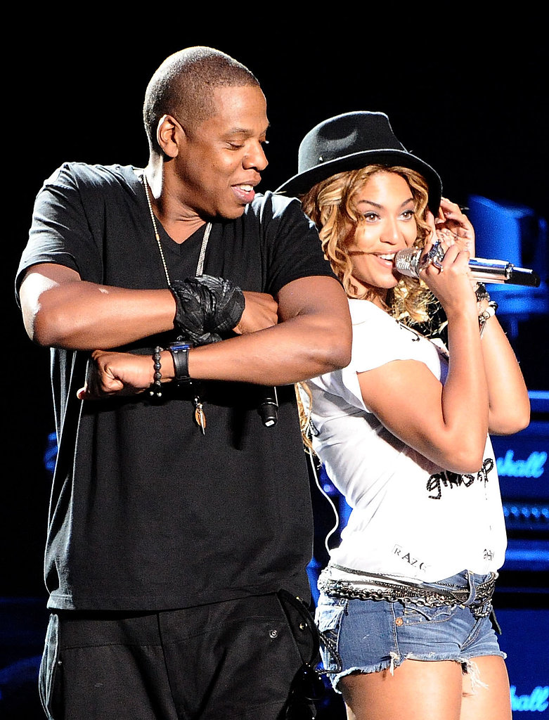 Beyonc  233 -Jay-Z-shared-back--back-smiles-while-performing jpgJay Z And Beyonce Performing 2013