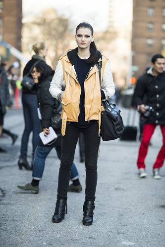 Camel-hued leather added a softer kind of cool to this model's off-duty style. Source: Le 21ème | Adam Katz Sinding