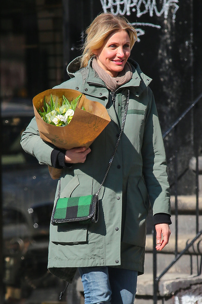 Cameron Diaz picked up a bouquet of flow