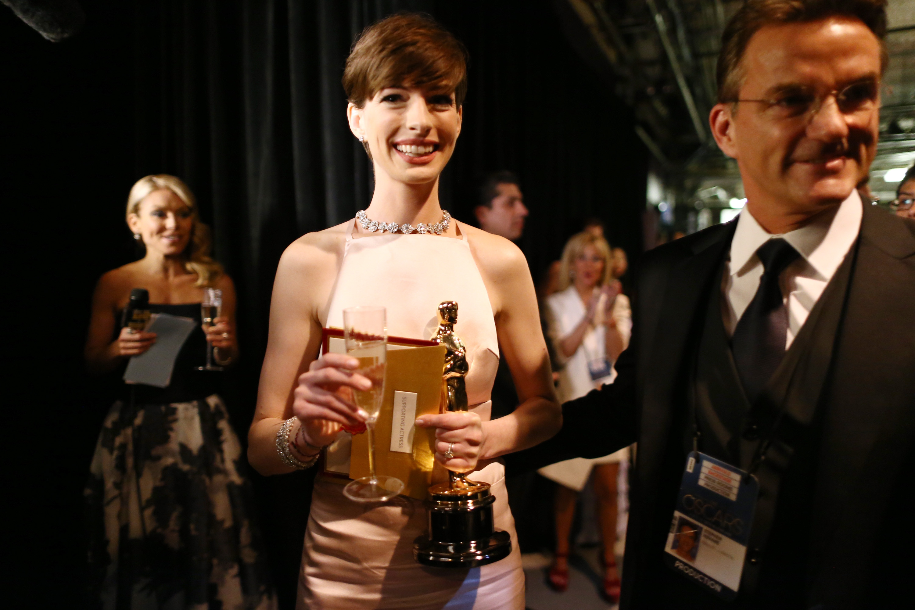 Anne Hathaway backstage at the 2013 Oscars.