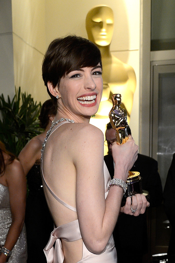 Anne Hathaway posed with her Oscar at the Governors Ball.