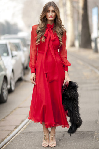 The fiery red hues made this look impossible to ignore — but it's not just the color. This attendee also pulled off ladylike details with modern elegance.