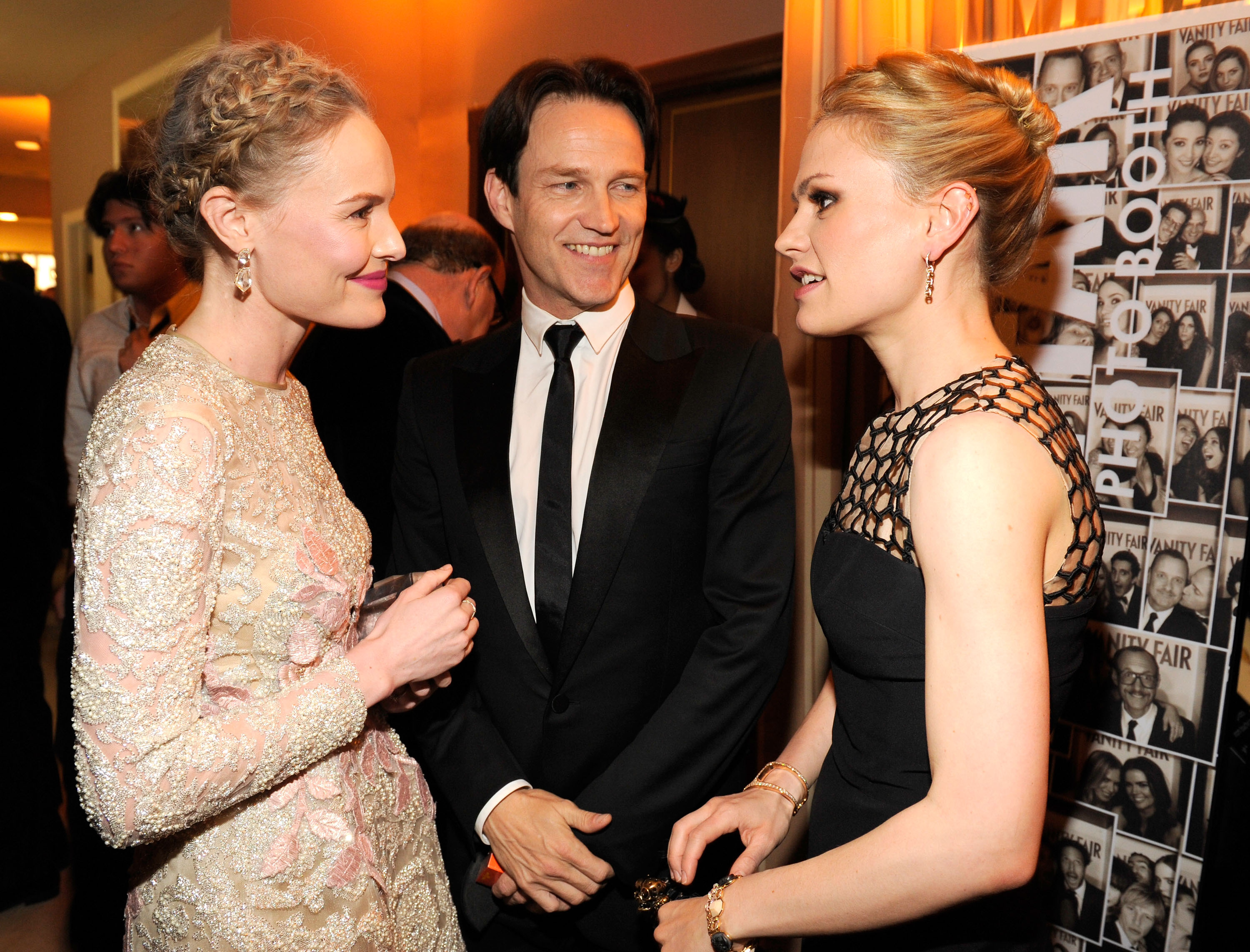 Kate Bosworth chatted with Anna Paquin and Stephen Moyer at Vanity Fair's Oscar afterparty.