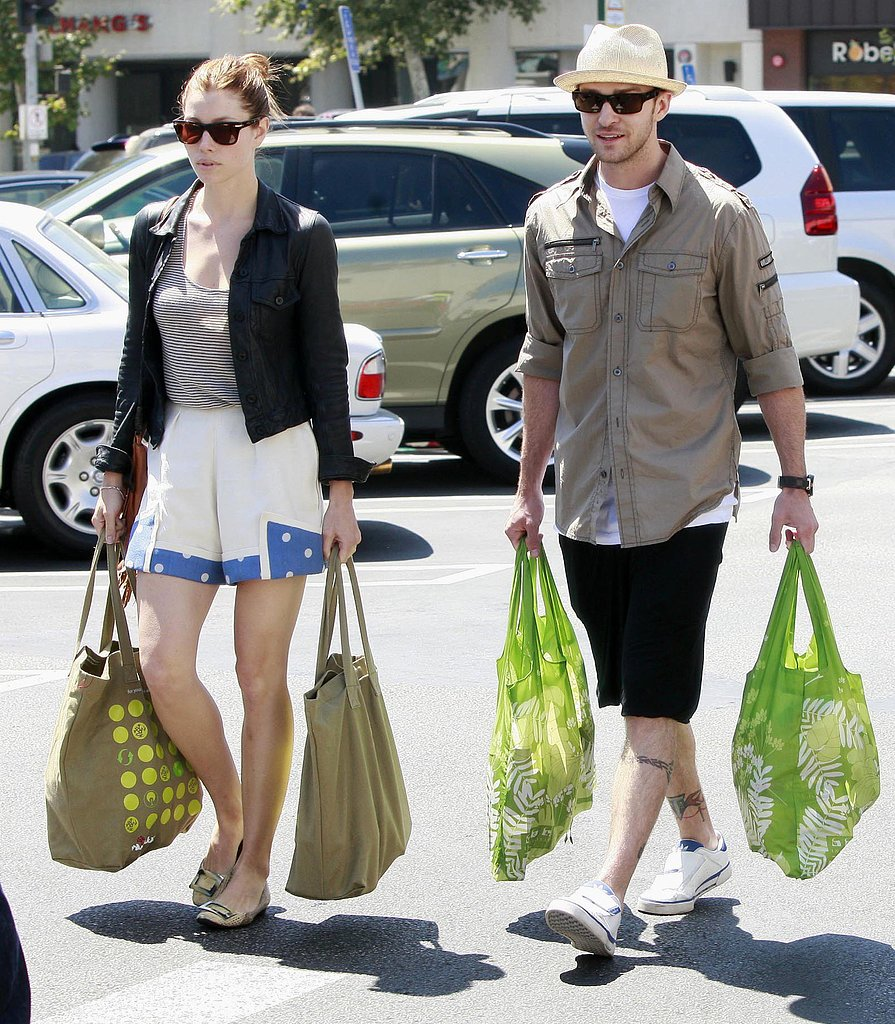 Jessica and Justin coupled up to go grocery shopping in LA in July 2010.